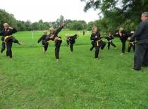 Børnene træner kata