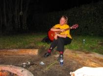 Guitaristen ser lidt træt ud...