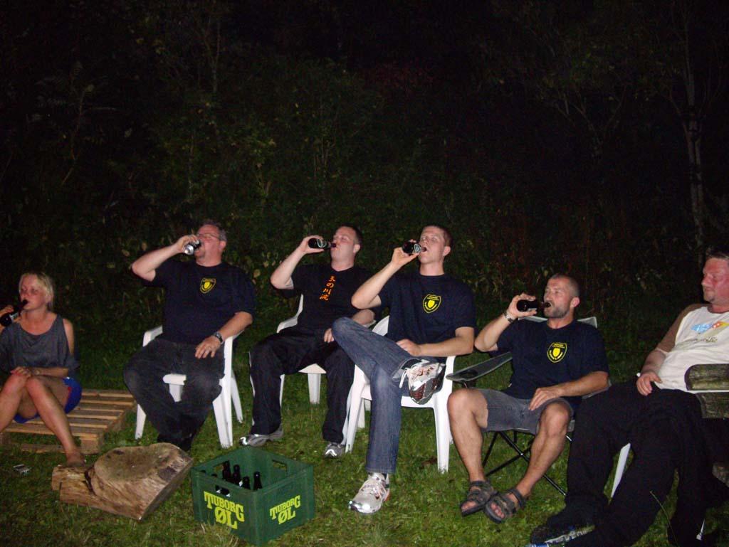 Sortbælterne drikker... campai...
