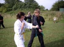 Mikkel slås med Danielle...