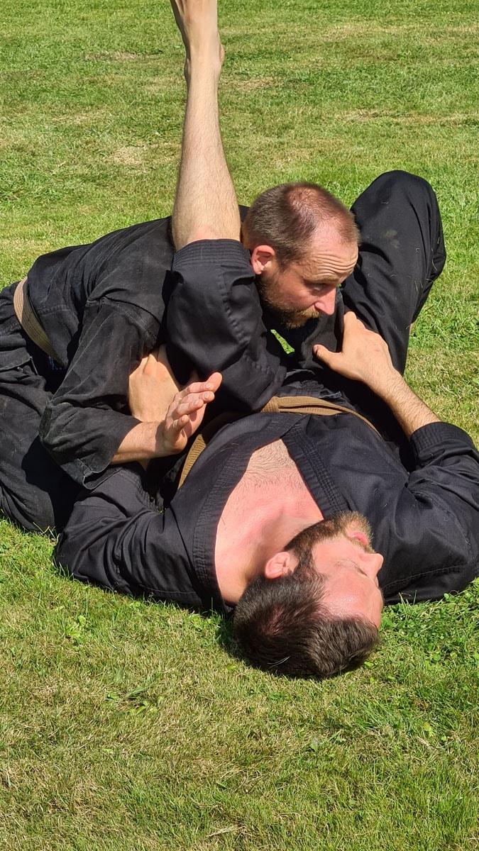 Tommy og Jakob slapper af... eller forklarer en teknik...