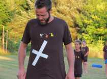 Sidste år gik der en tå i stykker på Nicki... i år gik der en t-shirt i stykker på Tommy :-D