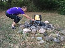Jakob laver bål - der var afbrændingsforbud i DK på det tidspunkt