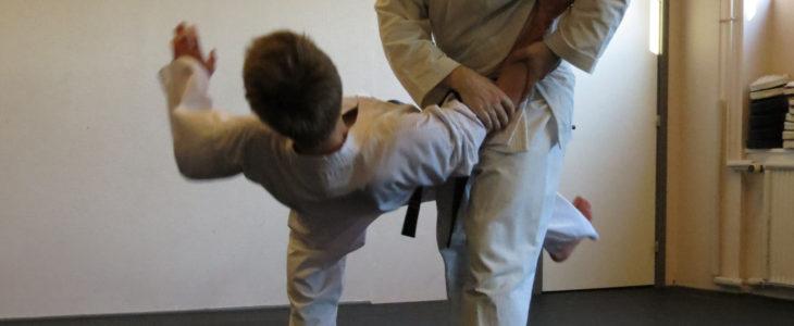 Jiu-jitsu nedtagning med en benfejning
